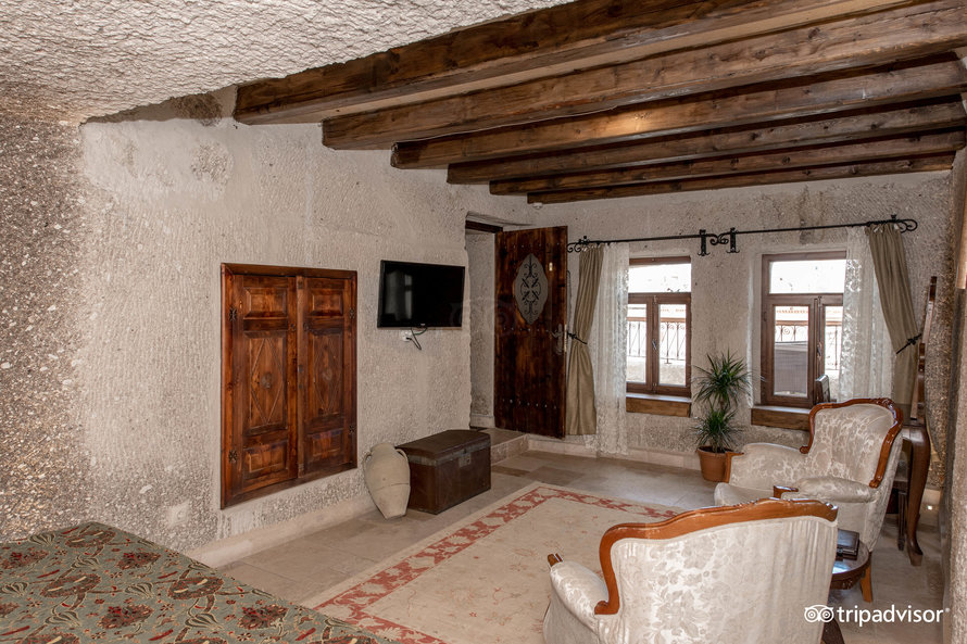 superior-cave-double-room-with-vi (3)