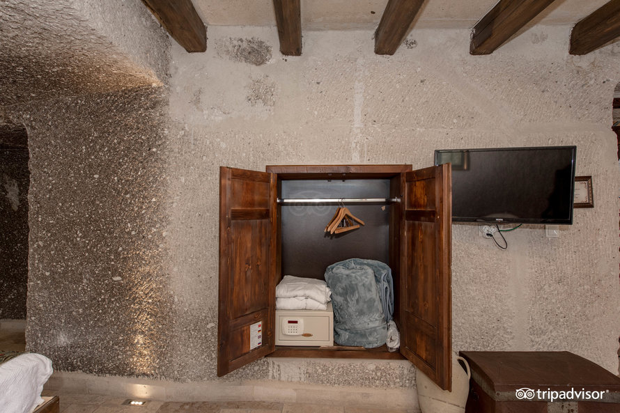 superior-cave-double-room-with-vi (5)