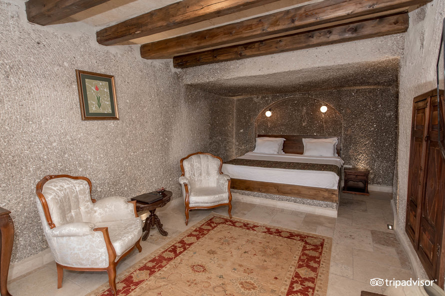superior-cave-double-room-with-vi (6)